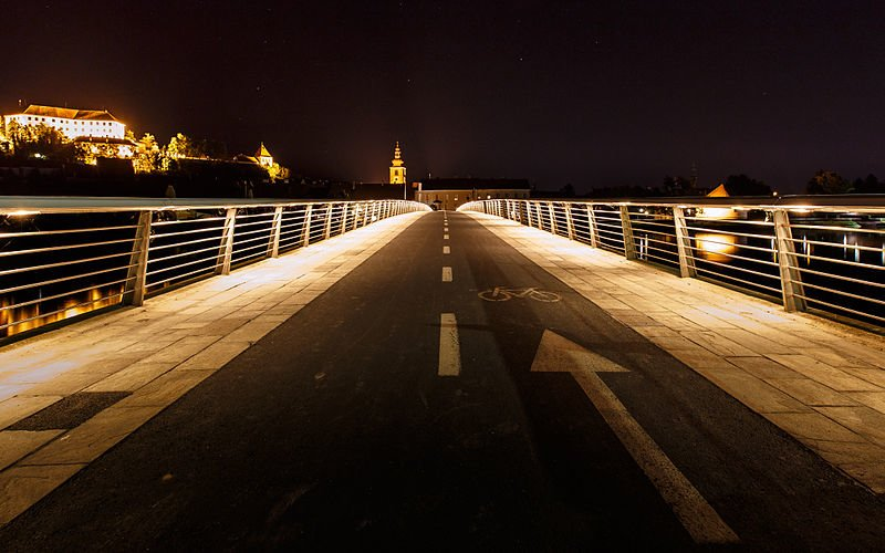 night cycling path